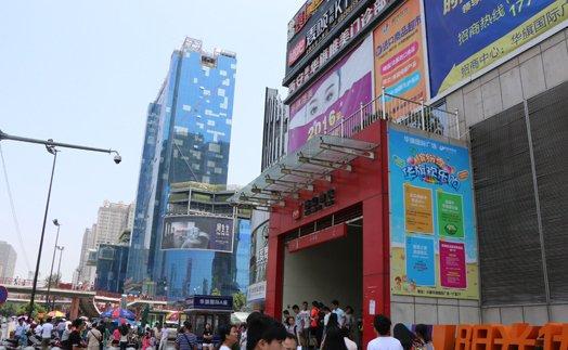 小寨商圈汇集了赛格、百盛、金莎等大型购物广场