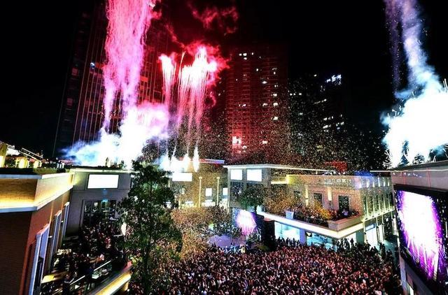 富华里跨年演唱会 街头与TA一起倒数迎新年!