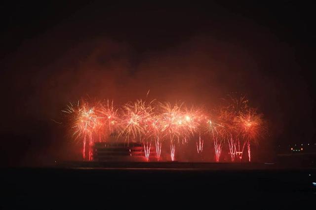 美!岁末之夜港珠澳大桥主体工程全线亮灯迎新年!
