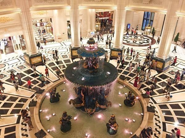 海外  2016年开幕的澳门巴黎人酒店,其设计灵感源自充满魔幻奇迹,世界