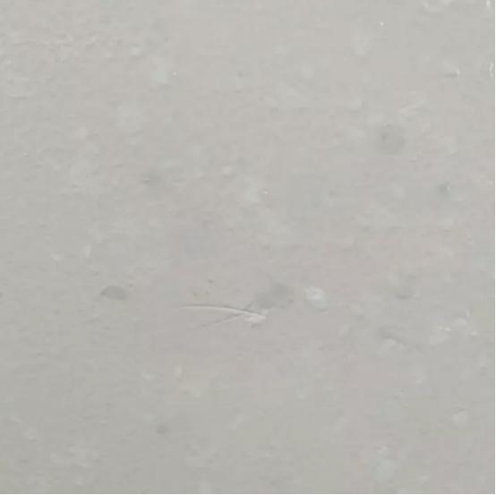 差别对待?万科城大户型门前贴瓷砖 小户型却是大白墙