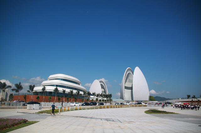 珠海大剧院全面运营暨开票仪式启动 市民排长龙买票