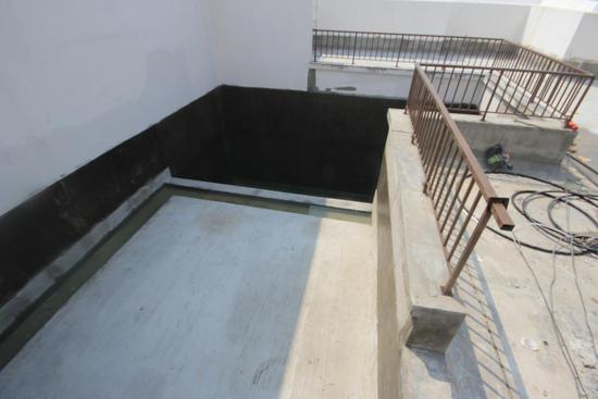 带你装逼,带你参观德阳7800元/㎡带顶楼泳池的湖景房