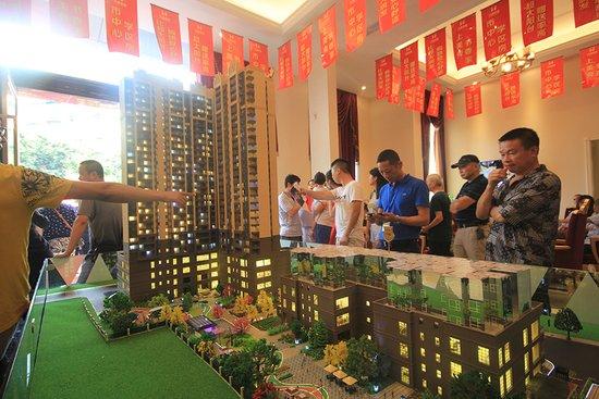 德阳老城区的房子一寸土地一寸金 开个盘阵仗搞得太大了
