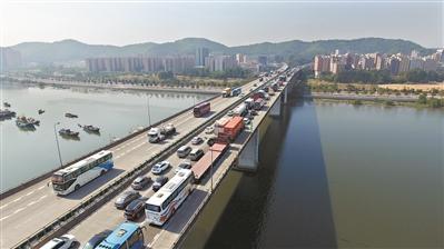 10大高速路事故多发 东莞交警发布安全指引