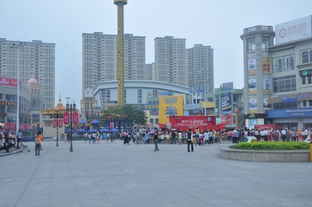 东莞华南mall_开业期间,华南mall斥巨资为商家造势,为东莞市民准备了多重大礼:4月30
