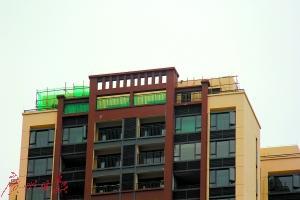 """东莞一开发商违法给20套房""""加层"""""""
