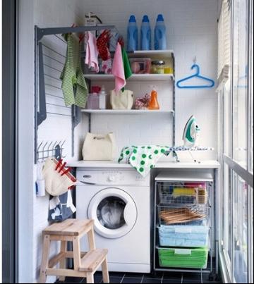 一般和厨房相连,封闭式阳台结构,一般用来放燃气灶,洗衣机,储物柜等.图片