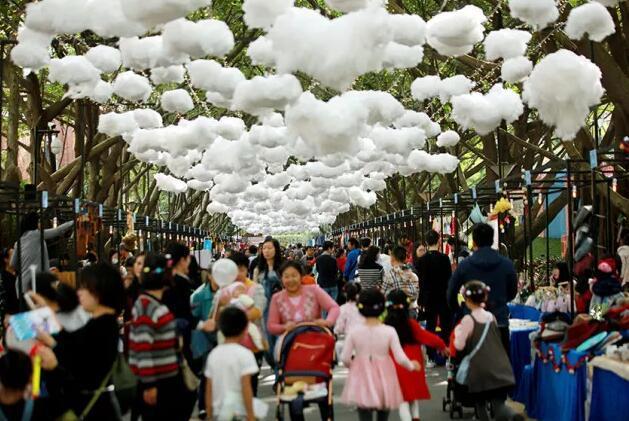 开市当天,近万市民挤爆鼎峰第3届爱心创意集市