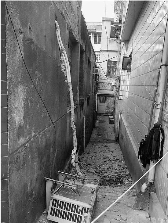 外墙脱落砸死路人 一审宣判33户居民都要赔