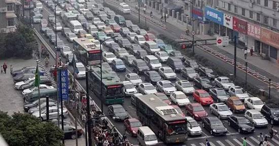 """杭州""""世纪大堵车"""" 资料图片"""