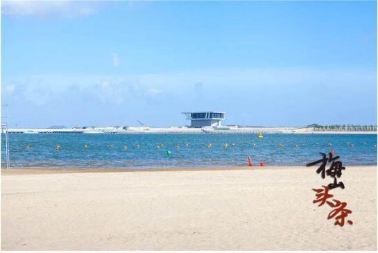 """岛"""",明确休闲旅游产业的发展定位是打造具有国际元素的""""蓝海休闲岛""""."""