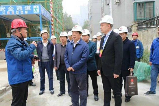 汉中市政协主席王隆庆莅临易源·天汉坊检查指导