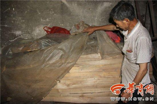 汉中65岁弟弟照顾77岁智障哥哥40年