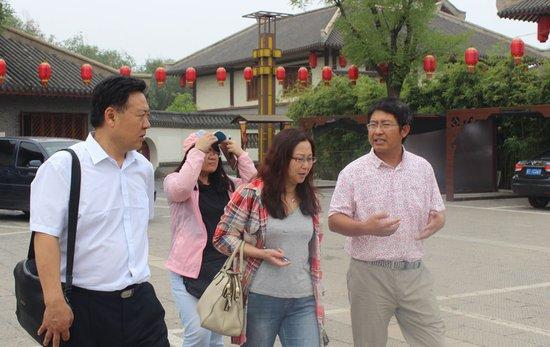 【闾里】文化旅游业蓬勃发展 三调研组到小镇视察