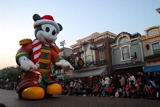 上海迪士尼乐园明年春天开园后,中国将有上海和香港两座迪士尼乐园