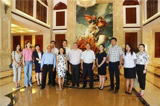 英中贸协企业代表团一行到访天庆格林小镇参观