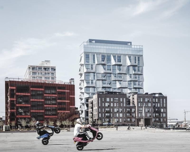 建筑事务所翻新了一座地标性公寓大楼