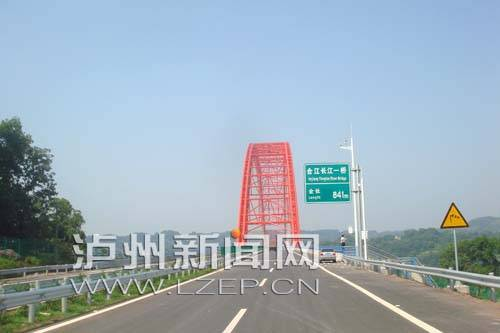 十座桥梁飞架泸州南北 长江天堑变通途