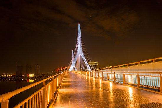 """想看""""一号桥""""的夜景?经开区的这些楼盘不能错过"""