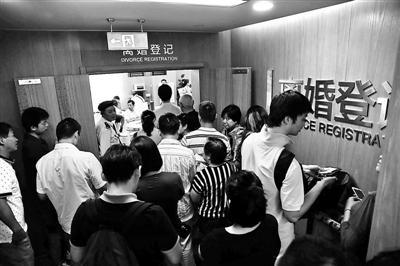 """离婚登记处似""""菜市场"""" 上海楼市昨成交破2000套"""