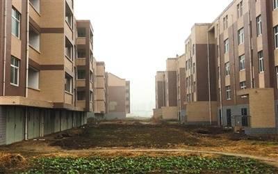农村万人社区之痛 31栋楼房却没有一户入住