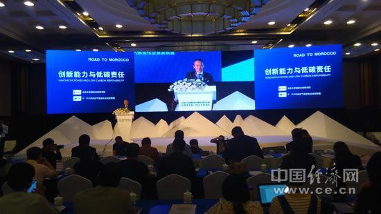 """万科集团董事会主席、C-TEAM应对气候变化企业家联盟创始人王石在""""创新能力与低碳责任""""论坛上发言。中国经济网记者马常艳摄"""