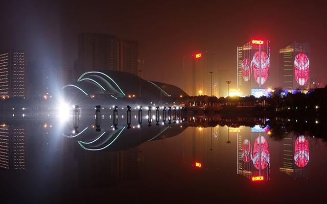 世界上最牛b的城市_创业密度高居全国第一,在深圳营商便捷安心