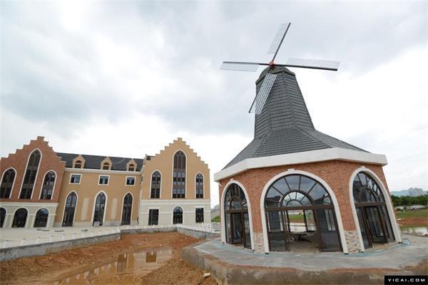 在广西(楼盘)南宁市明月湖畔投资7亿元打造独具欧洲风情小镇园林建筑.图片