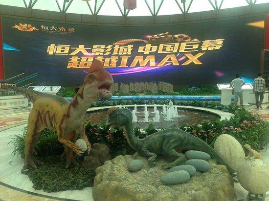 重返侏罗纪探索原始森林,银川恒大帝景恐龙出没请注意