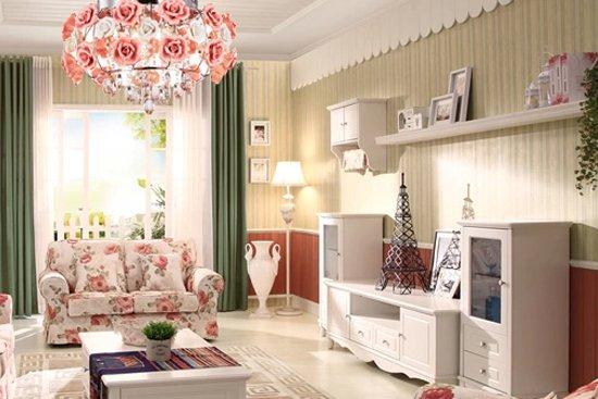 韩式田园风格客厅装修案例2 这个客厅装修以纯净的象牙白为主色调,附上幽雅的实木雕花,宁静中的美丽透着天然的高贵与典雅。碎花布艺沙发和花朵吊灯的运用更为客厅增加了田园的七夕,仿佛置身于鲜花盛开的田之中。 统计代码