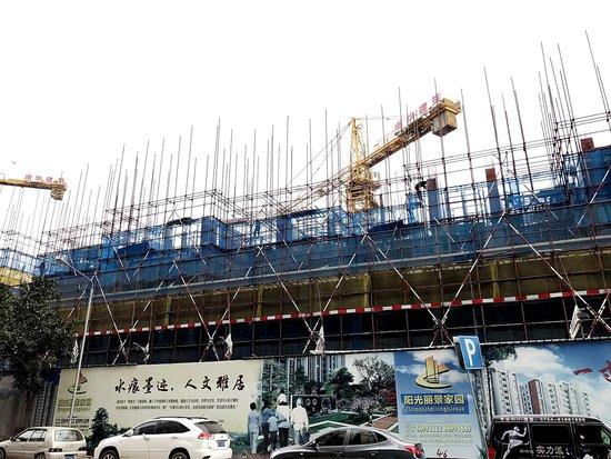 龙湖:阳光丽景部分楼栋已建至6层 预计今年5月封顶