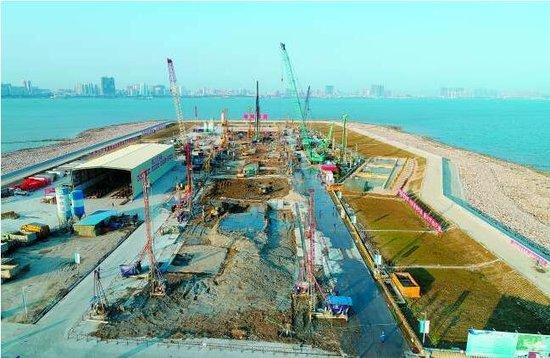 汕头海湾隧道加快主体建设