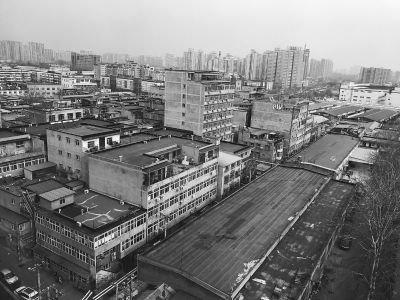 管庄村自建群租楼  楼下加工建材楼上住满人