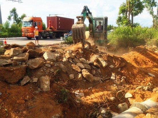 湖光快线与疏港大道交叉口改造工程开工