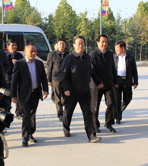11月4日 省领导共赴万洲大都汇家居建材城参观