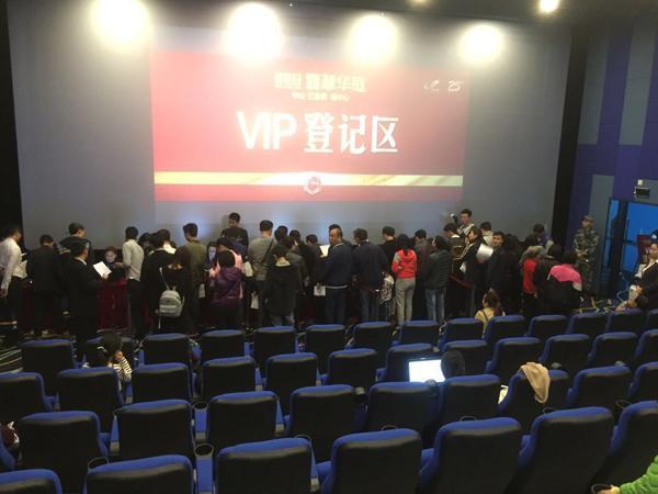 中山三角一电影院内人头涌涌 难道有什么大片上映?