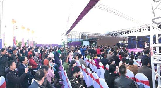 淮安·曼度广场首度亮相,人气爆棚High翻天!