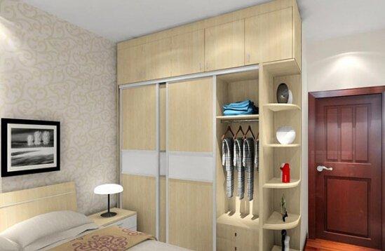 一般来说,如果卧室过于小的话,可以考虑吊柜或者是榻榻米来代替壁橱.