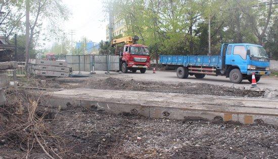 十涧湖东路化肥厂铁路线附近段即将旧貌换新颜