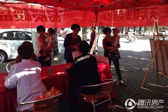 农房中央公园:健康关爱下社区义诊活动深受欢迎
