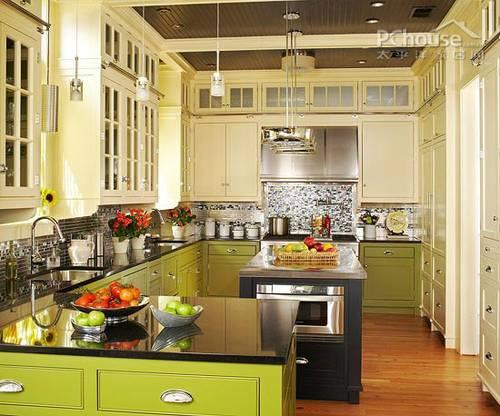 角落高效利用 岛型厨房设计 厨房很小,考虑在厨房上方安装额外的一排图片