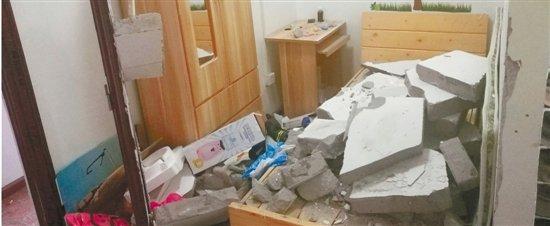 违规隔出的12间群租房 昨日已拆除图片