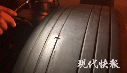 飞机轮胎现破口旅客滞留南京 航空公司:不赔