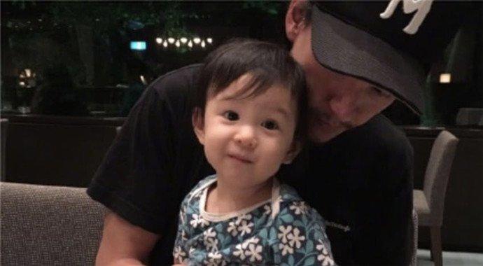 张震为女儿开庆生派对 4岁小源宝颜值爆表