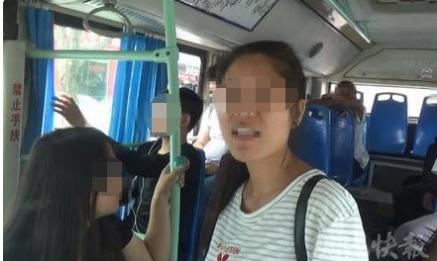 女孩抓住方向盘求司机报警 疑被骗入传销