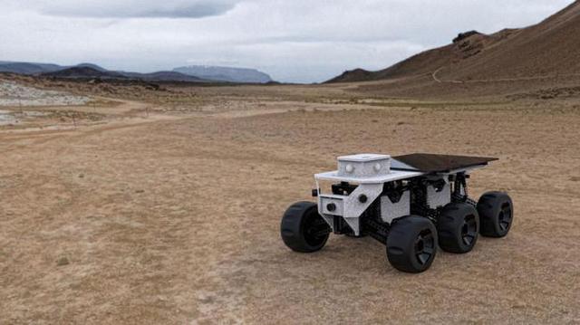 这款机器人见人就躲 不过野外探索用处还挺大