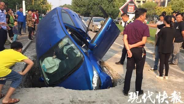 苏州一工人正在井下施工 头顶上突然砸下来一辆车