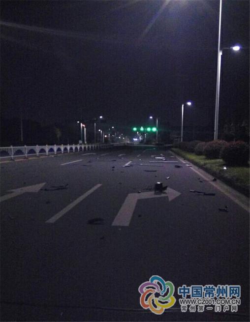 网传玛莎拉蒂保时捷飙车撞飞护栏