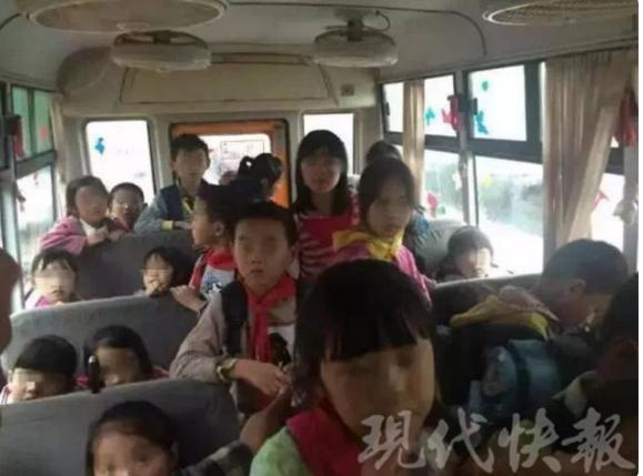 连云港一校车核载19人实载32人 其中30个儿童